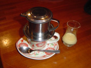 食後は、本場のベトナムコーヒーで。
